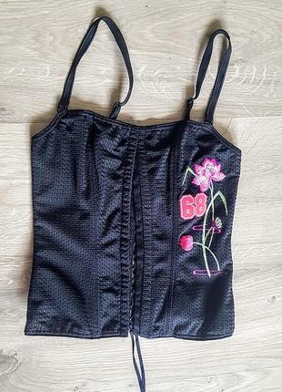 Классный чёрный корсет с вышивкой на шнуровке и крючках