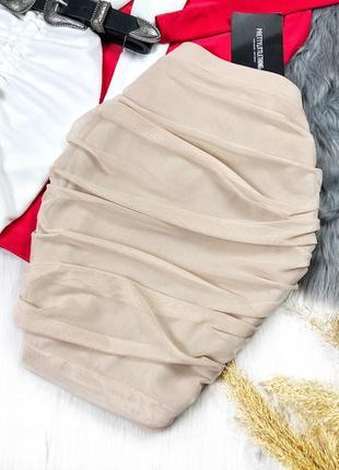 Красивая бежевая юбка