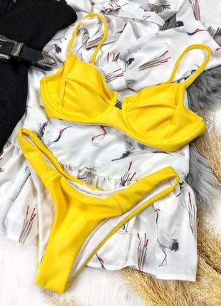 Актуальный желтый купальник