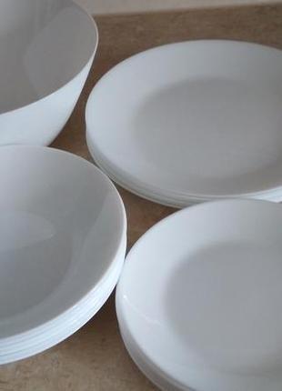 Набор белой посуды новый