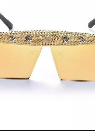 Крутые солнцезащитные очки с камнями3 фото