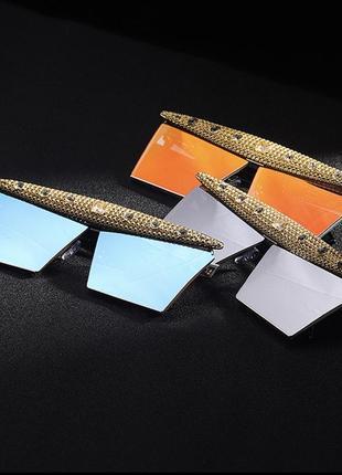 Крутые солнцезащитные очки с камнями7 фото