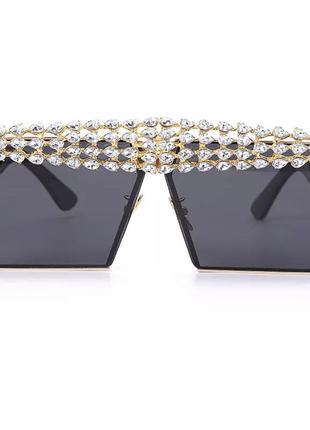 Супер стильные солнцезащитные очки в камнях