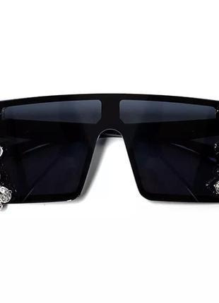 Стильные солнцезащитные очки с камнями3 фото