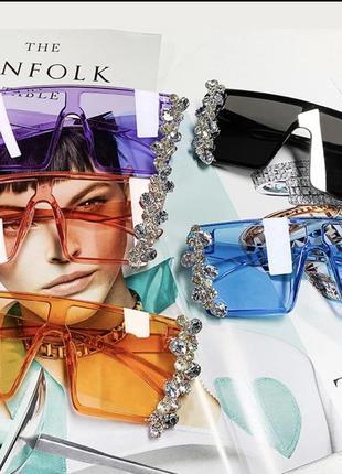 Стильные солнцезащитные очки с камнями10 фото