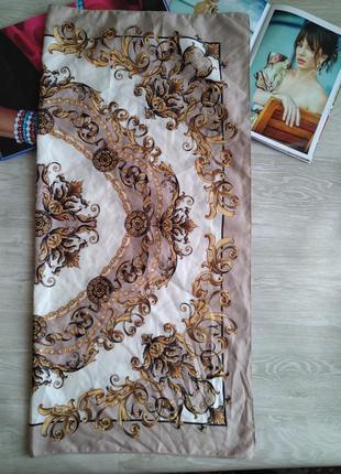 Красивый бежевый платок