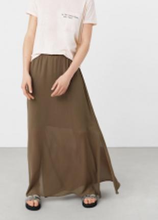 Длинная шифоновая юбка с разрезами по бокам.