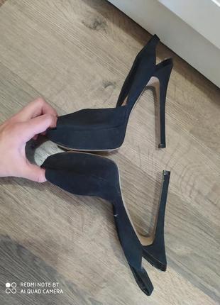Босоножки туфли черние новие stradivarius 36 размер