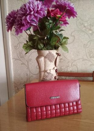 Новая сумочка-клатч красивого красного цвета