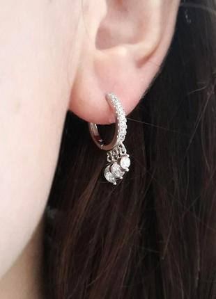 Маленькие серьги кольца (крнго) серебряные, с камнями