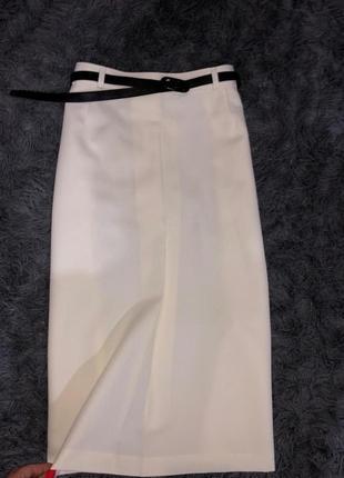 Шикарная стильная юбка нежно лимонного цвета