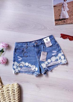 Шорти / шортики короткі / с рваностями / шорты / джинсовые / с вышивкой