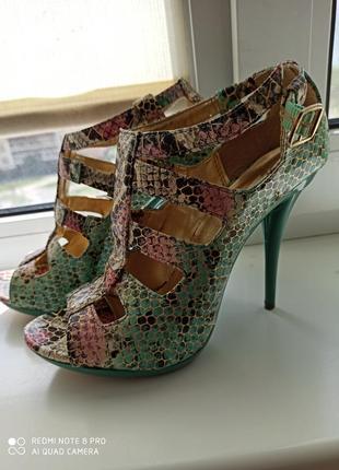 Туфли на каблуке летние