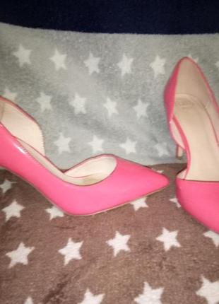 Крутые стильные лаковые туфли лодочки