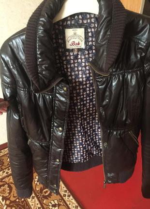 Темно коричневая курточка