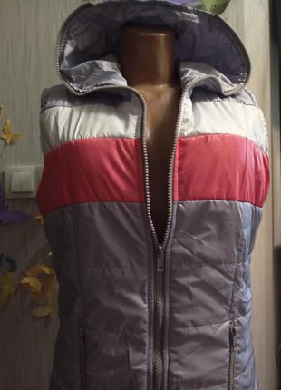 Шикарная светло сиреневая курточка-жилетка.