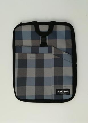 Удобная сумка от eastpak подойдёт для учёбы или для ноутбука.