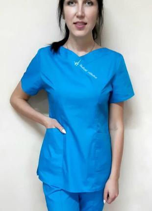 Медицинский женский костюм цветной с вышивкой без застежки