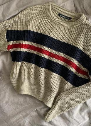 Серо-бежевый укороченный свитер с полосками