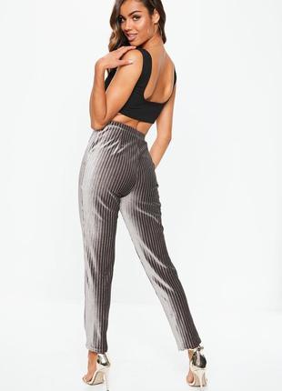 Стильные велюровые брюки джоггеры с люрексной нитью missguided