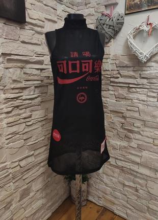 Интересное классное платье сеточка от coca-cola hype с нашивками
