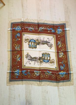 Легкий шелковый платок в класическом стиле
