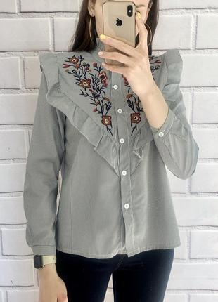 Стильна якісна рубашка з вишивкою