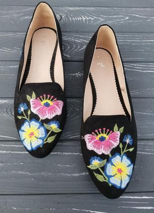 Шикарные туфли с вышивкой
