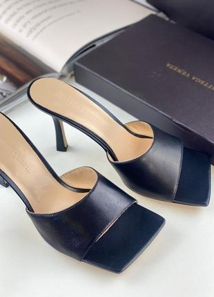 Шлепанцы женские кожаные черные на каблуке брендовые