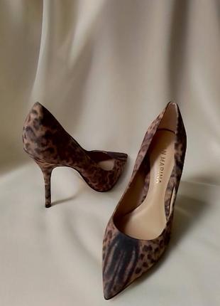 Вишукані туфлі на каблуку