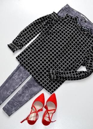 Стильная блуза с открытыми плечами