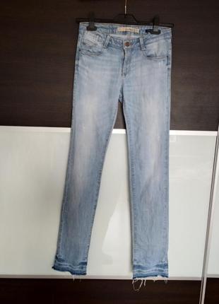 Светлые летние фирменные джинсы zara