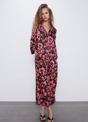 Брючный костюм в пижамном стиле с кюлотами в принт от zara