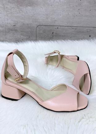 Шикарные розовые босоножки из натуральной кожи на низком каблуке