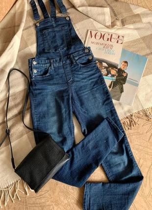 Синий джинсовый комбинезон