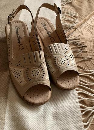 Новые сандалии из кожзама