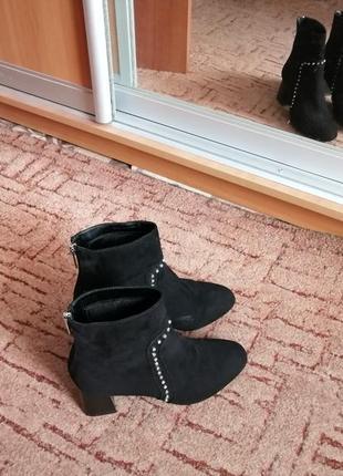 Черные весенние ботинки с квадратным каблуком от topshop