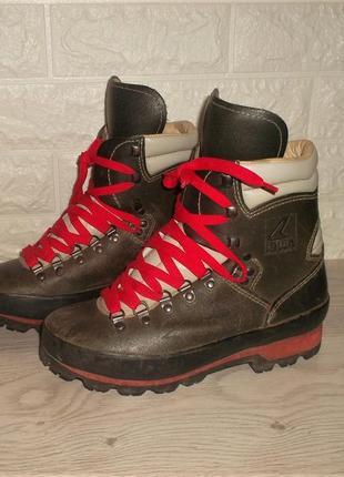 Кожаные ботинки lowa стелька 24,5 см.