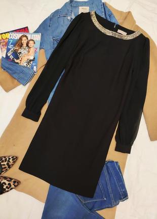 Planet платье прямое чёрное с прозрачными рукавами и ожерельем на шее классическое