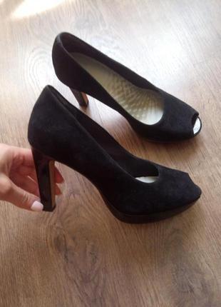 Шикарные замшевые босоножки на высоком каблуке размер 38