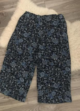 Цветные брюки кюлоты.