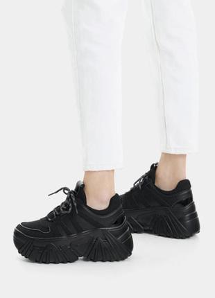 Крутые объемные кроссовки на платформе