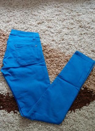 Стрейчевые брюки джинсы terranova
