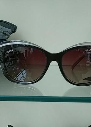 Женские солнцезащитные очки-лисички.