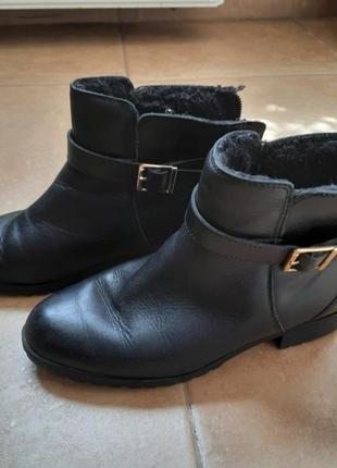 Черные кожаные полусапожки pull&bear 37р