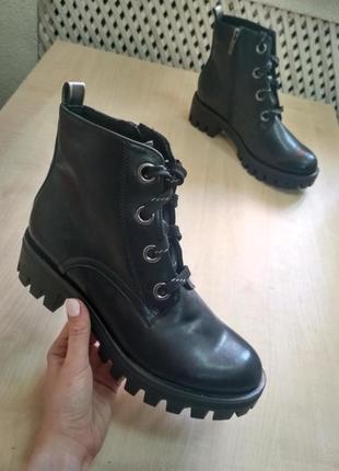 Чорні жіночі черевики tamaris
