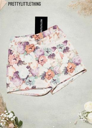 Шорты юбка с нахлестом в цветочный принт prettylittlething