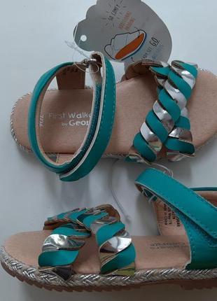 Новые детские босоножки сандали