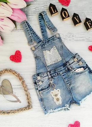 Крутой джинсовый комбинезон со стразами