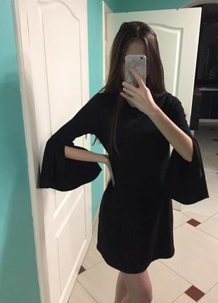 Платье bershka с расклешенными рукавами чёрное